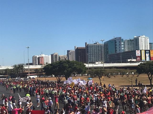 Cidades brasileiras têm atos em defesa da educação e contra a reforma da Previdência