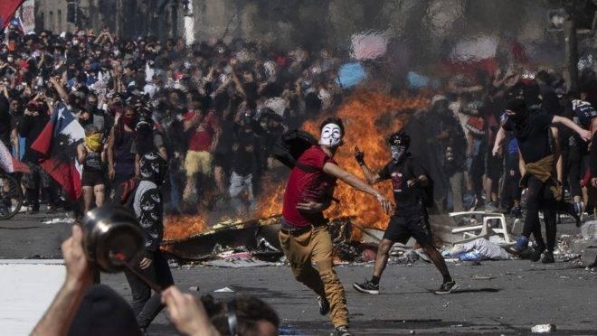 Protestos crescem no Chile após pedido de